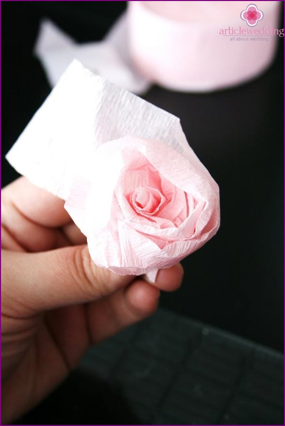 Shape the flower with paper