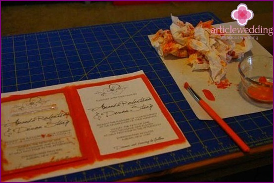 Coloring the edges of invitations