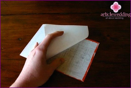Detaching tissue from paper