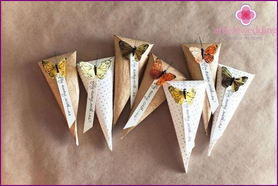 Paper pans with butterflies