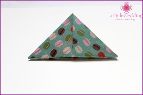 Bend the product in the form of a triangle