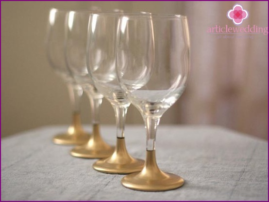 Wedding glasses with golden legs
