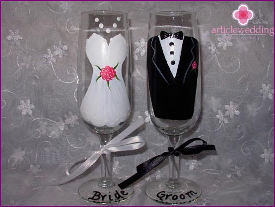 Glasses for a romantic wedding