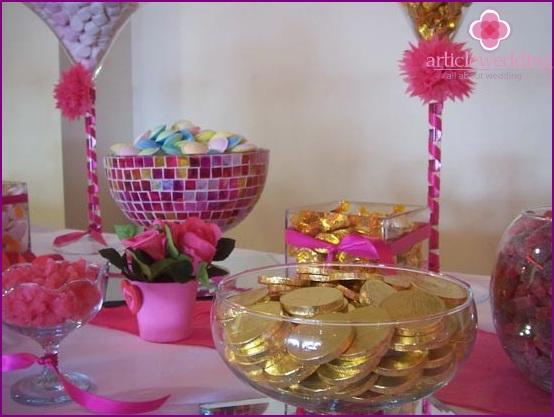 Dekoration von Hochzeitsgeschenken