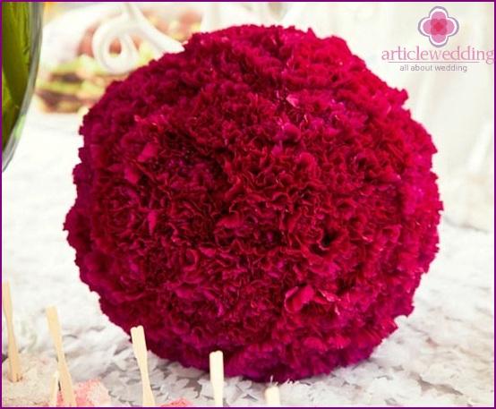 Blumenkugeln für die Hochzeit