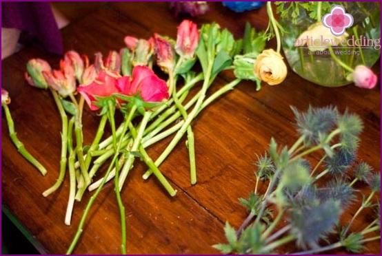 We prepare flowers for decor