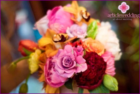 We select a beautiful combination for a bouquet