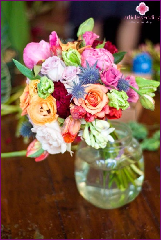 Put a bouquet in a vase with water