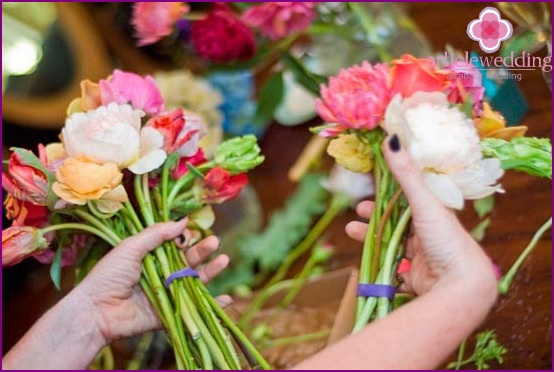 Combine the bouquets together