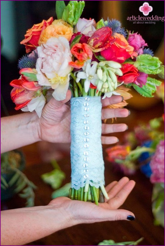 The bride's bouquet is ready
