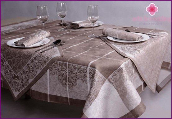 Table for a linen wedding