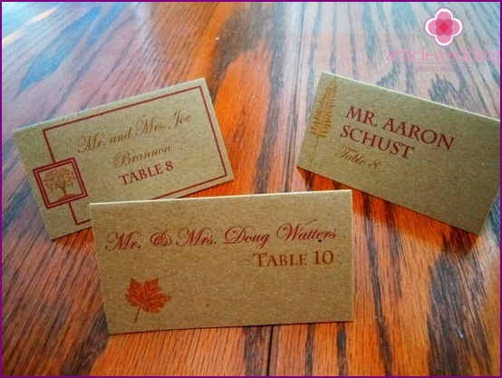 The original idea of ​​cards for seating guests