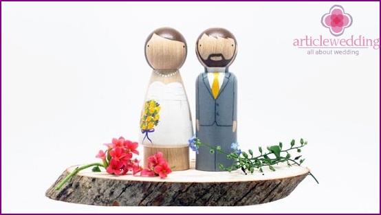 DIY statuettes of newlyweds