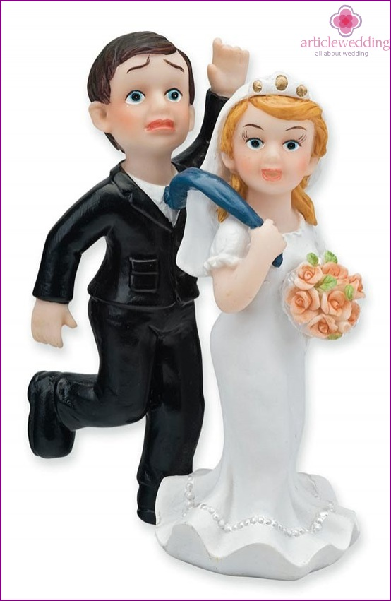 Funny statuettes of the newlyweds