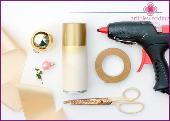 Prepare materials for the manufacture of a bouquet