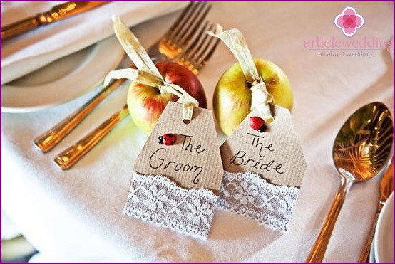 Delicate apples for seating
