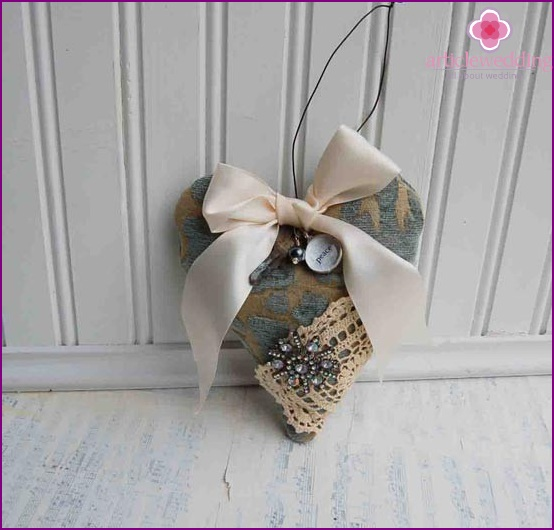 Chic heart made of fabric