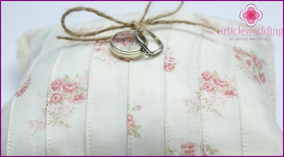 Beautiful pillow for rings