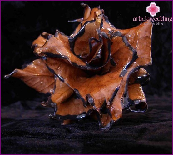 Beautiful rose from ordinary maple leaves