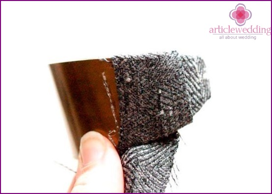 Start wrapping the bracelet with cloth