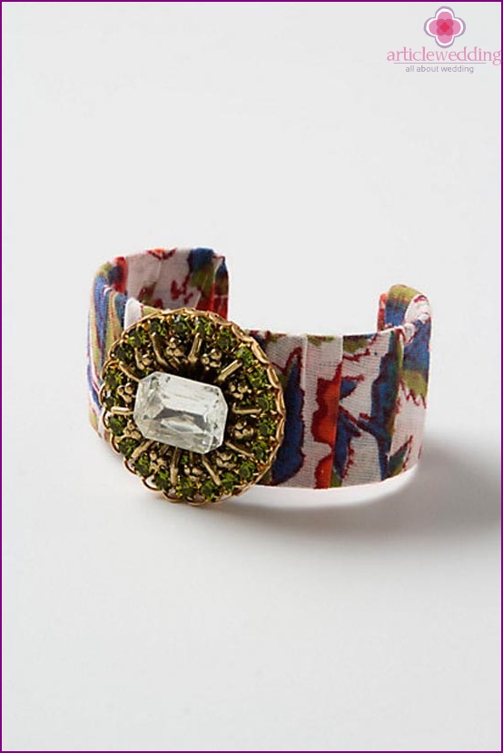 Chic bracelet made of fabric