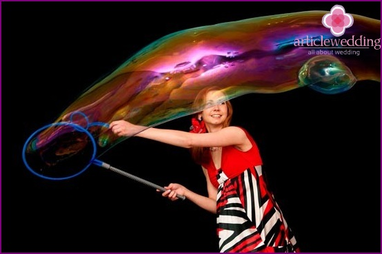 Soap bubble show master
