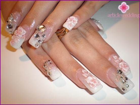 Volumetric drawings on nails