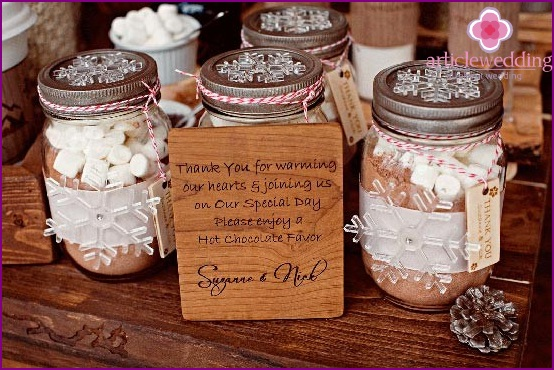 Sweet gifts to guests
