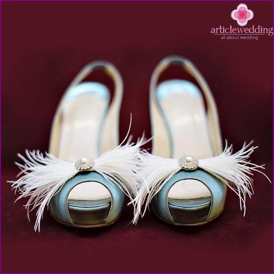Original clips for wedding shoes