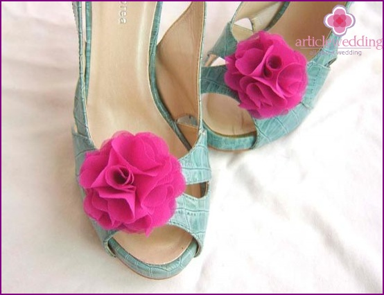 Cute clips for wedding shoes