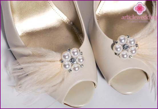 Delicate bows for wedding shoes