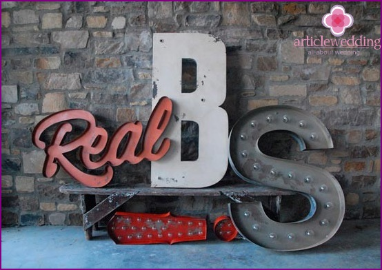 Bright letters for the wedding