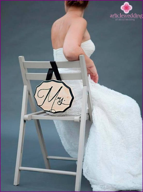Plate for bride chair