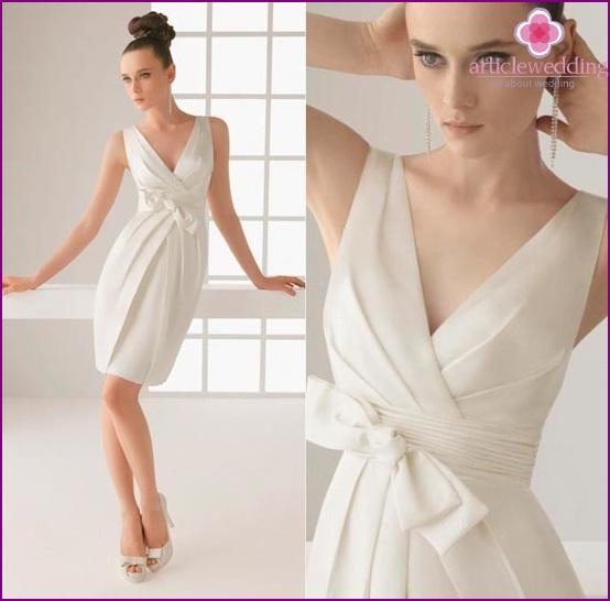 Sheath / Column V-Neck Dress