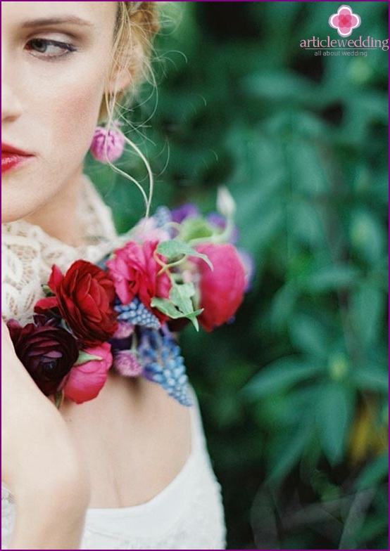Unusual necklace for the bride