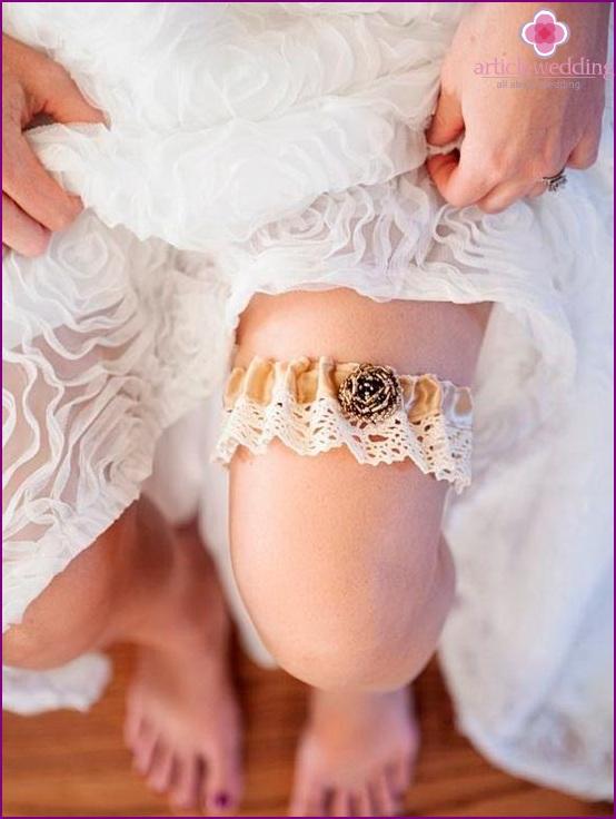 Garter on the bride's foot