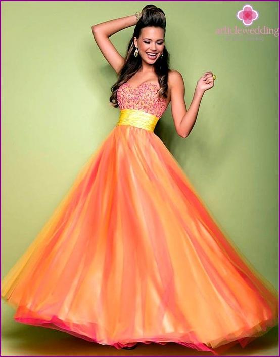 Kirkkaan oranssi morsiusneito mekko