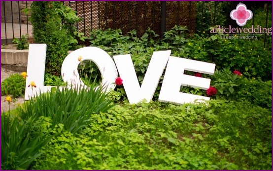 Volume letters for garden decoration