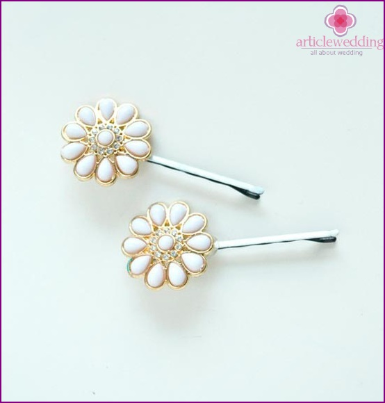 Cute hairpins for bridesmaids