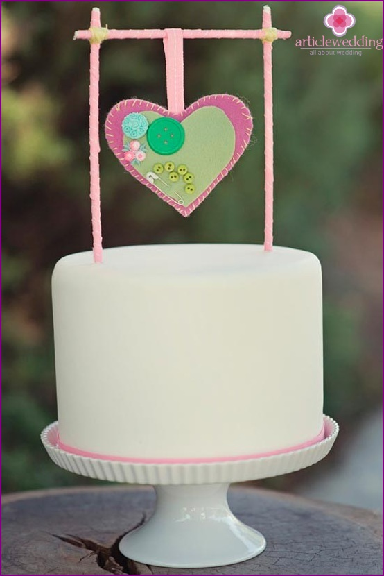 Decorate the cake with the top