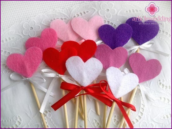 Felt hearts for decorating sweets and a sweet table