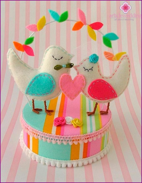 Birds felt for the top of the cake