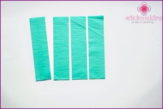 Wir schneiden die gleichen Papierstreifen