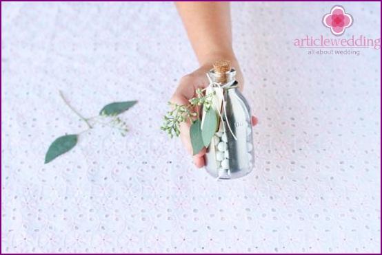 Fügen Sie einen Zweig Eukalyptus hinzu