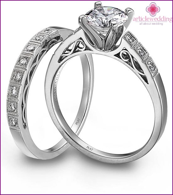 Trilogy rings or sets