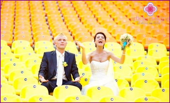 Newlyweds as fans