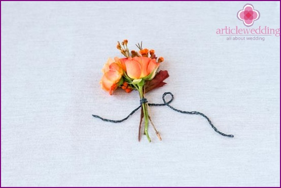Tie the flowers with a rope