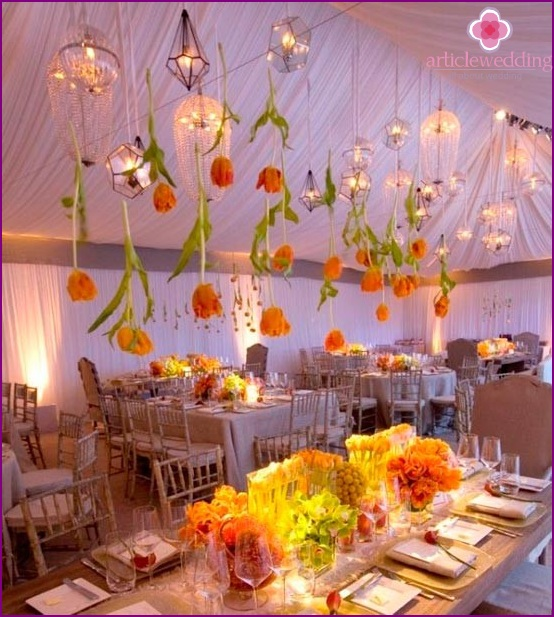Beautiful flowers in the decor of the hall