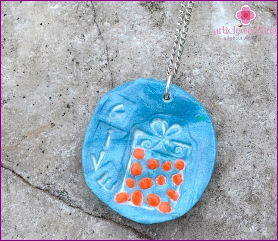 Clay accessory for guests