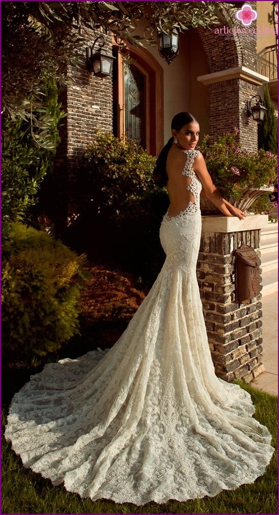 Dress with a bare back